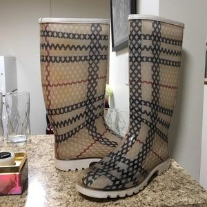•LOW PRICE• $420 RETAIL BURBERRY RAIN BOOTS